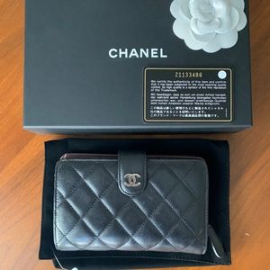 CHANEL Wallet - Classic Black Quilted